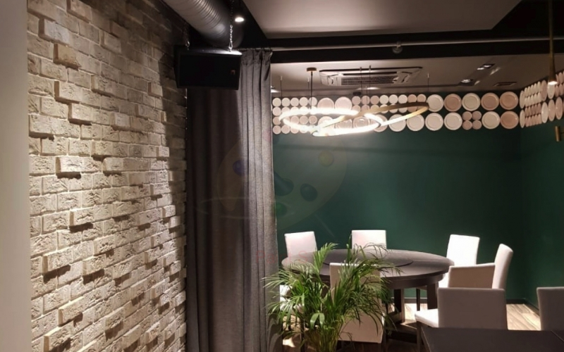 декор стен для ресторана тарелки на стену