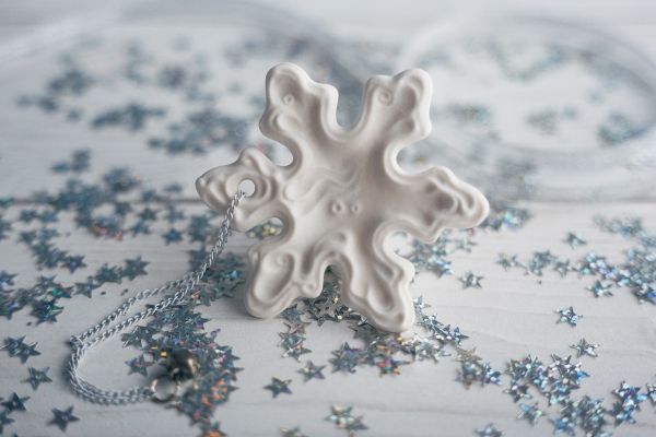 Елочная игрушка снежинка из фарфора сувенирка